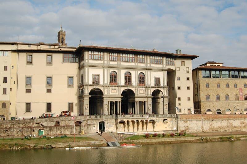 Historische gebouwen op Arno River, Florence, Italië stock afbeeldingen