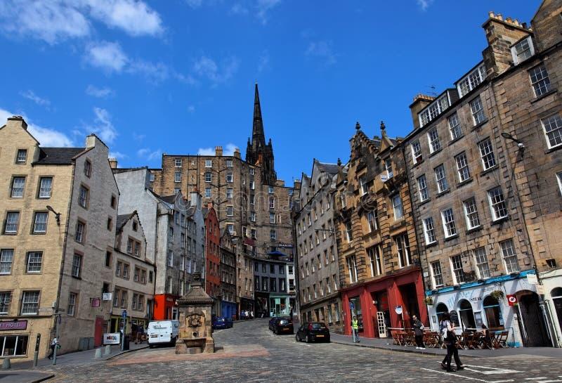 Historische gebouwen op Victoria St. Edinburgh. het UK. stock foto's