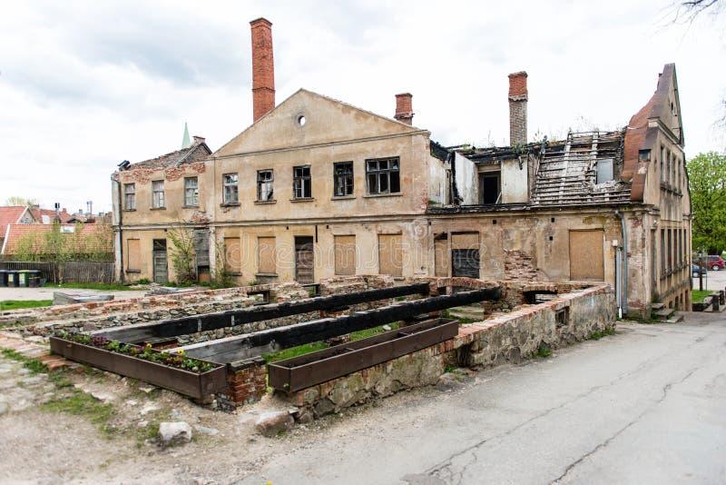 Download Historische Gebouwen In Oude Stad Van Kuldiga, Letland Stock Foto - Afbeelding bestaande uit ruit, brug: 54077720