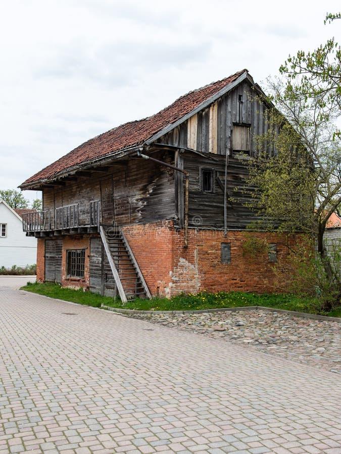 Download Historische Gebouwen In Oude Stad Van Kuldiga, Letland Stock Foto - Afbeelding bestaande uit architectuur, europa: 54078200