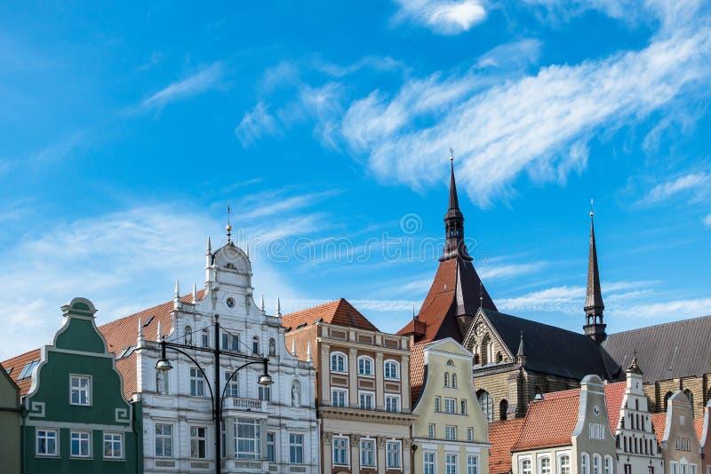 Historische gebouwen in Rostock stock foto