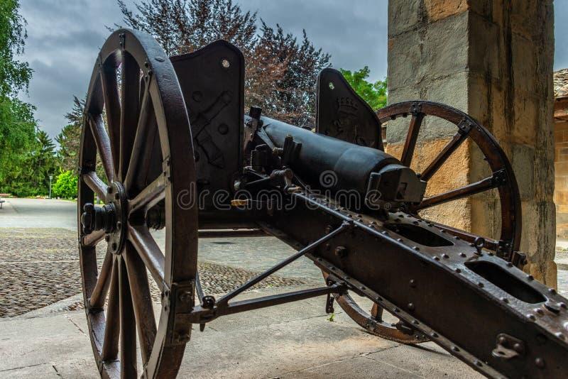 Historische Gewehre in der Festung von Pamplona stockbild