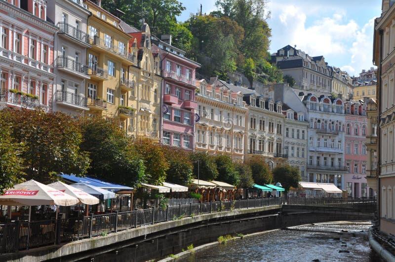 Historische Häuser in karlovy unterscheiden sich - Karlsbad, Tschechische Republik lizenzfreie stockbilder
