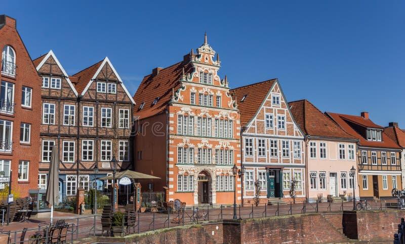 Historische huizen bij het centrale kanaal in Stade royalty-vrije stock foto
