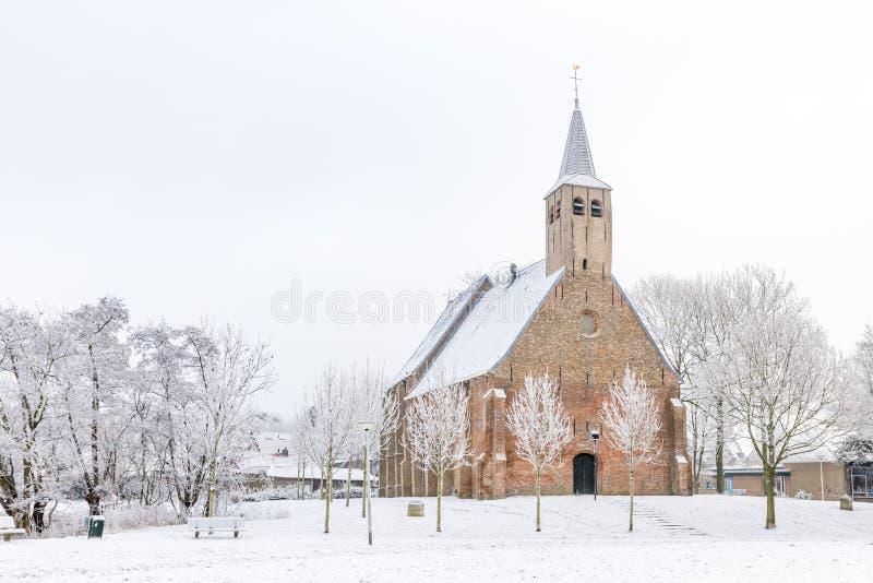 Historische kerk in de winter stock afbeelding