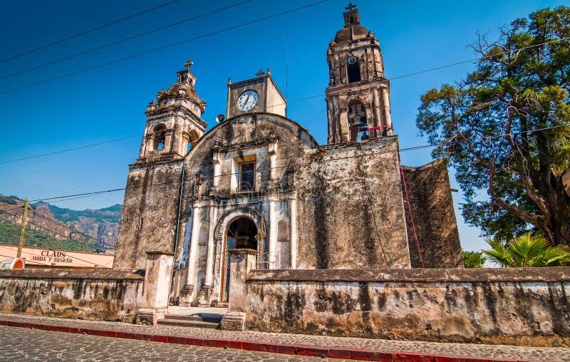 Historische Kirche in der Stadt von Tepoztlan in Mexiko lizenzfreie stockfotografie