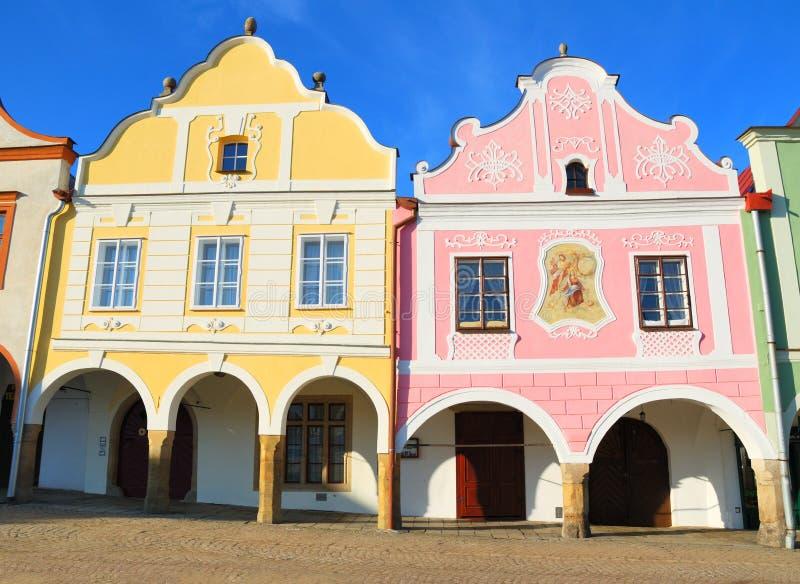 Historische kleurrijke huizen in het stadscentrum van Telc stock afbeelding