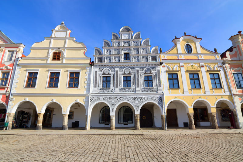 Historische kleurrijke huizen in het stadscentrum van Telc stock fotografie