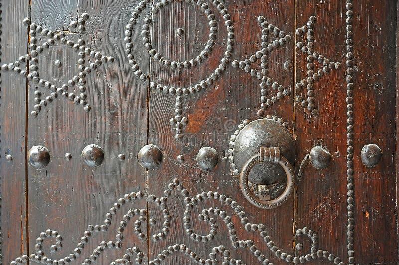Historische Metalltür stockfotos
