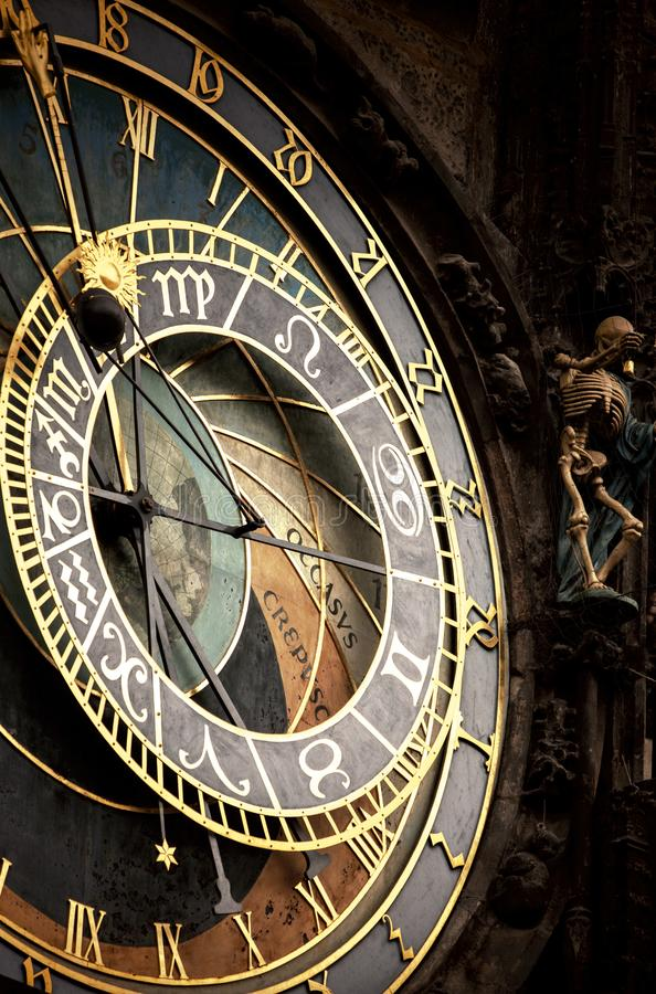 Historische middeleeuwse astronomische Klok stock afbeeldingen