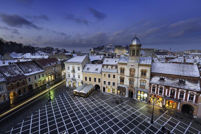 Historische middeleeuwse stad van Brasov, Transsylvanië, Roemenië, in de winter 6 december, 2015 royalty-vrije stock afbeelding