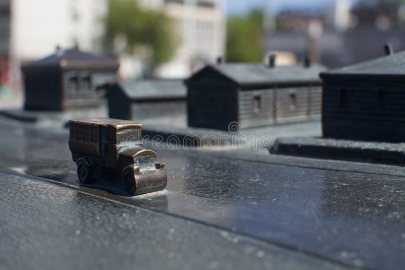 Historische Miniaturszene altes Auto des Roheisens stockfotografie