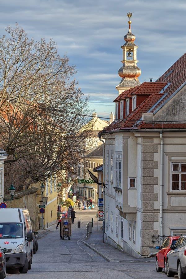 Historische Mitte der Stadt von Moedling an einem sonnigen Wintertag Moedling, Niederösterreich lizenzfreies stockbild