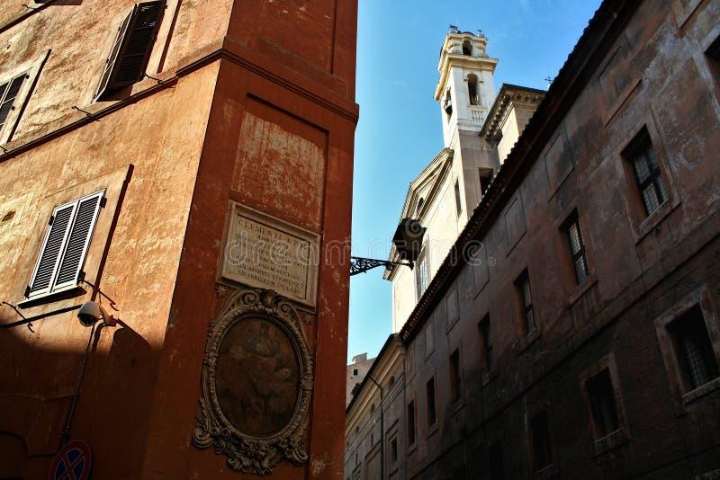 Historische Mitte Roms: päpstliche Aufschrift und Ikone lizenzfreie stockfotos