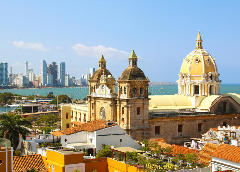 Historische Mitte von Cartagena, Kolumbien mit dem karibischen Meer lizenzfreies stockbild