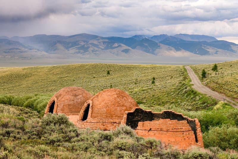 Historische oude Houtskoolovens in het verre binnenland van Idaho royalty-vrije stock fotografie