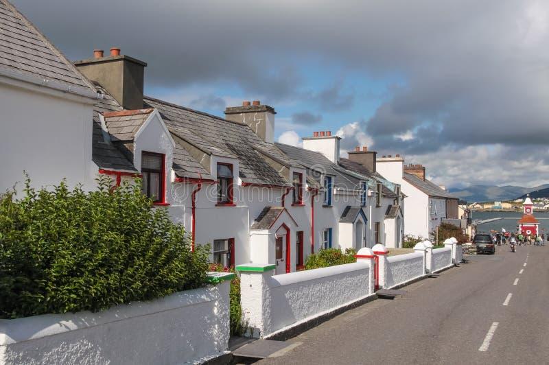 Historische Reihe von Häusern auf Valentia Island lizenzfreies stockbild