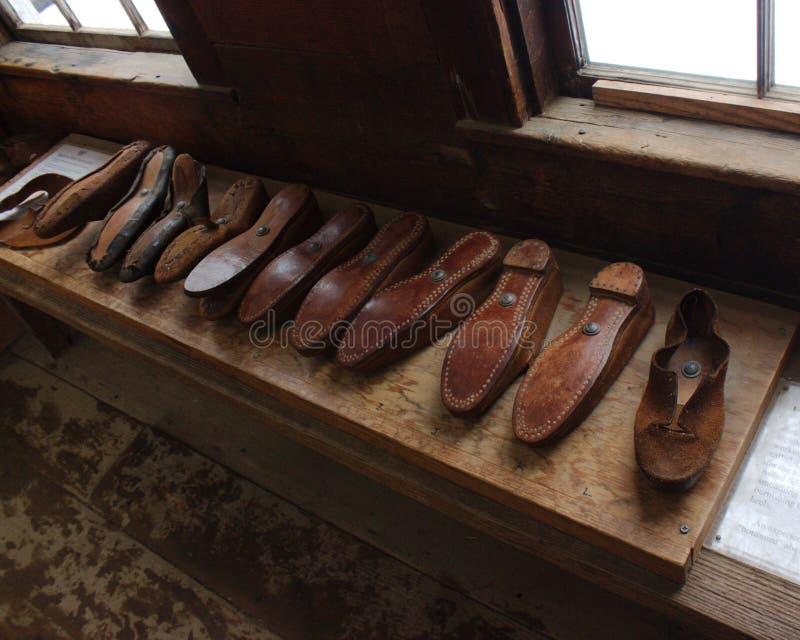 Historische schoenwinkel stock afbeelding