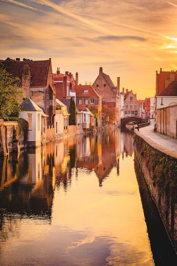 Historische stad van Brugge bij zonsopgang, Vlaanderen, Belgi? stock fotografie