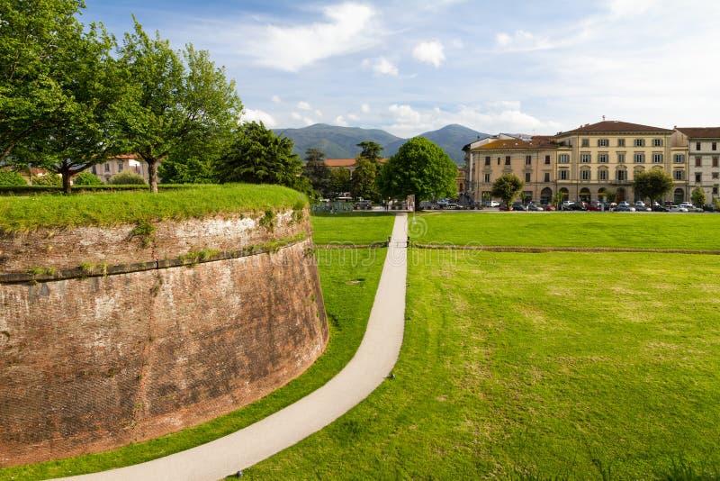 Historische stadsmuur in Luca, Toscanië royalty-vrije stock foto's