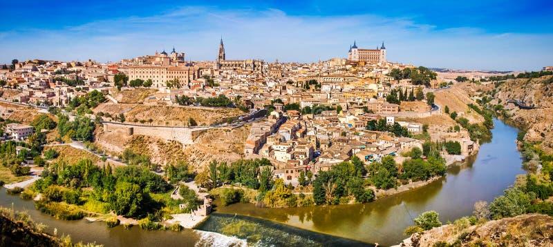 Historische Stadt von Toledo mit Fluss Tajo in Kastilien-La Mancha, Spanien lizenzfreie stockfotos