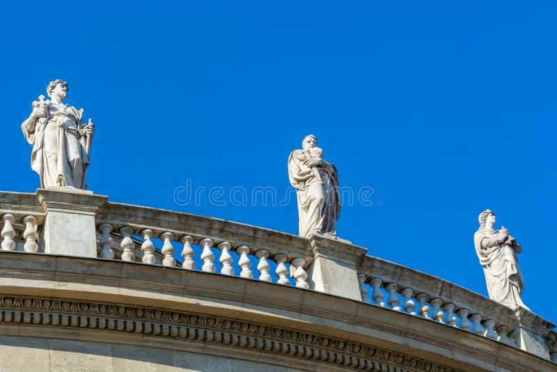 Historische standbeelden in Boedapest stock fotografie
