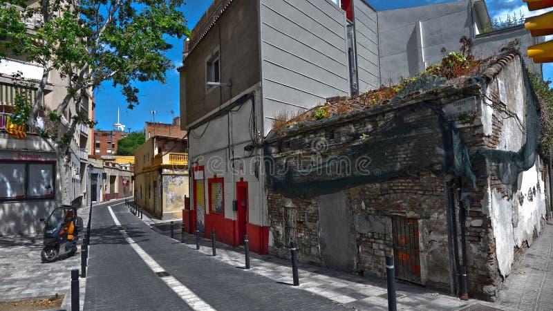Historische Straßen von Barcelona mit alten Häusern und Architektur der Mittelalter, Calle Mare de Deu del Port stockbild