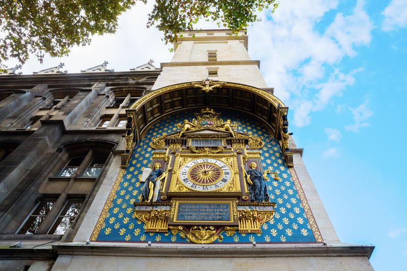 Historische Uhr beim Conciergerie in Paris lizenzfreie stockbilder