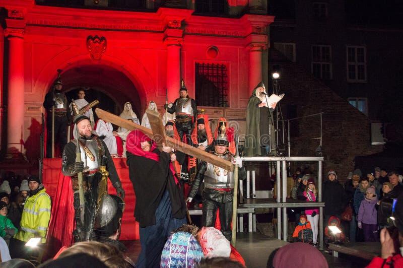 Historische wederopbouw van bijbelse gebeurtenissen bij nacht Geheimzinnigheid van het Hartstochtsspel van Jesus Christ in Gdansk royalty-vrije stock afbeelding