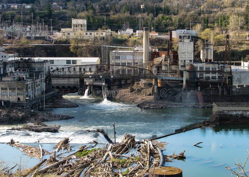 Historische Willamette-Flussindustrielandschaft lizenzfreies stockbild
