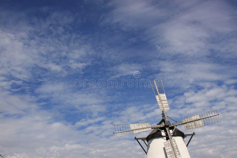 Historische Windmühle lizenzfreie stockfotografie