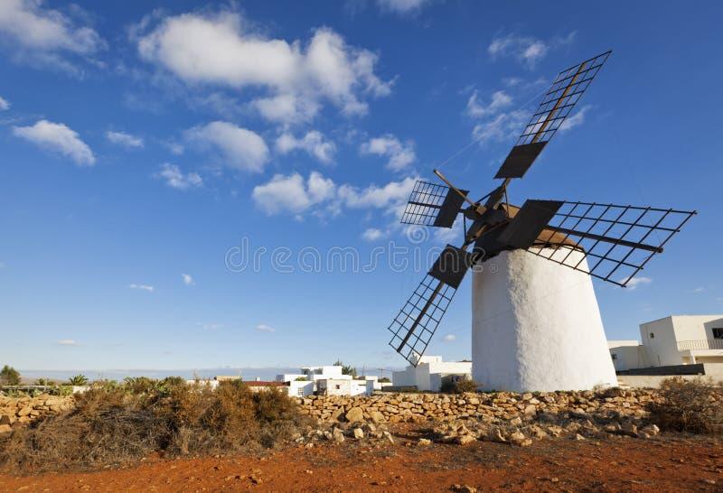 Historische Windmühle in Fuerteventura lizenzfreies stockfoto
