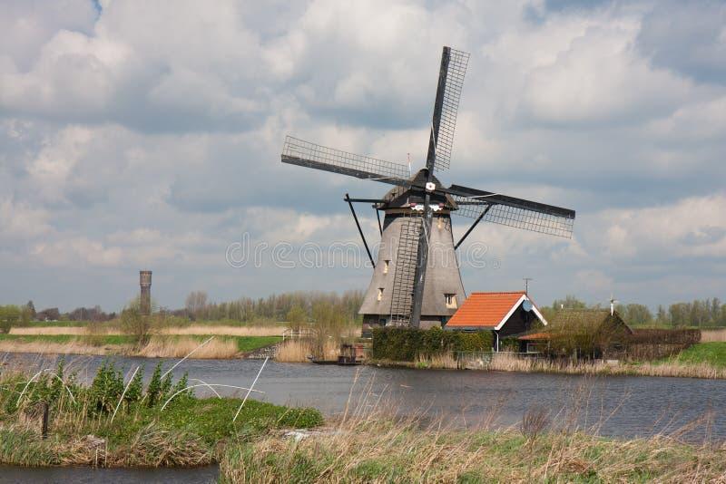 Historische windmolen in Nederland royalty-vrije stock afbeeldingen
