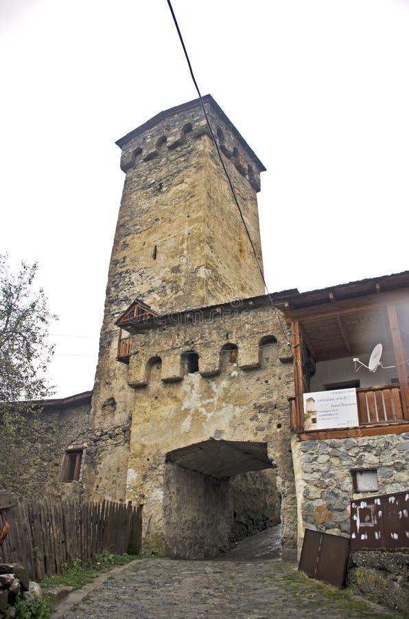Historischer defensiver Turm von Mestia lizenzfreie stockfotografie