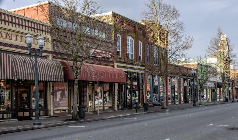 Historischer Häuserblock in den Bewilligungen überschreiten, Oregon lizenzfreie stockbilder
