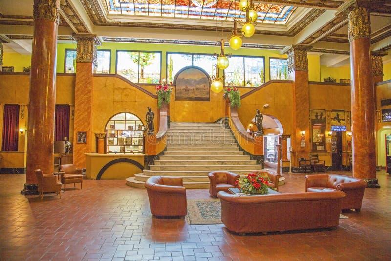 Historischer Hotelhintergrund der Marmortreppenlobby lizenzfreie stockfotos