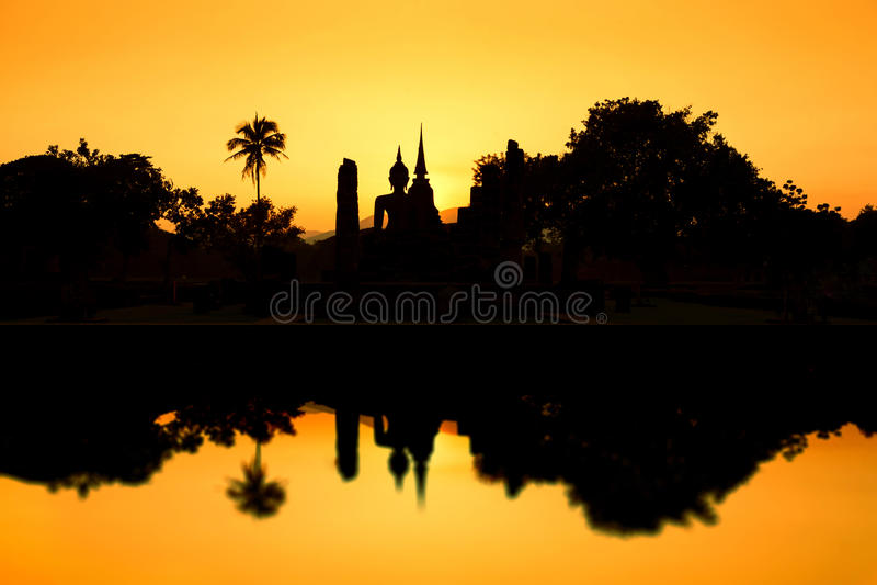 Historischer Park Sukhothai. Ruinen des buddhistischen Tempels in historischem Park Sukhothai lizenzfreie stockfotografie