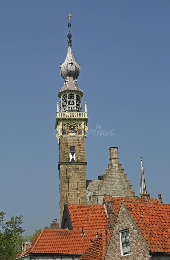 Historischer Rathausturm von Veere in Holland lizenzfreie stockbilder