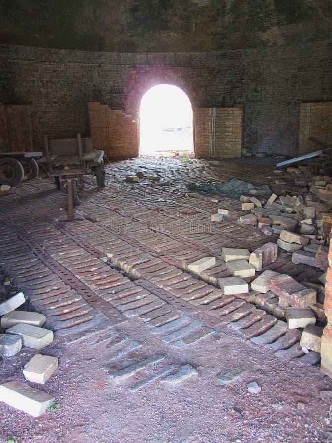 Historischer Ziegelstein-Bienenstock-Hauben-Brennofen nach innen und Ziegelsteine Decatur Alabama lizenzfreies stockfoto