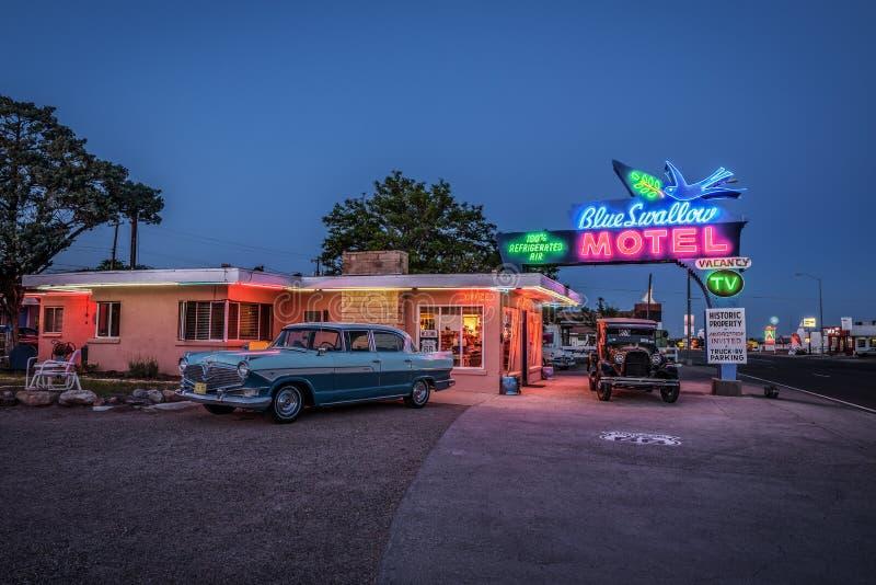 Historisches blaues Schwalben-Motel in Tucumcari, New Mexiko lizenzfreies stockbild