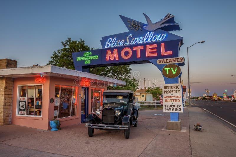 Historisches blaues Schwalben-Motel in Tucumcari, New Mexiko stockfoto