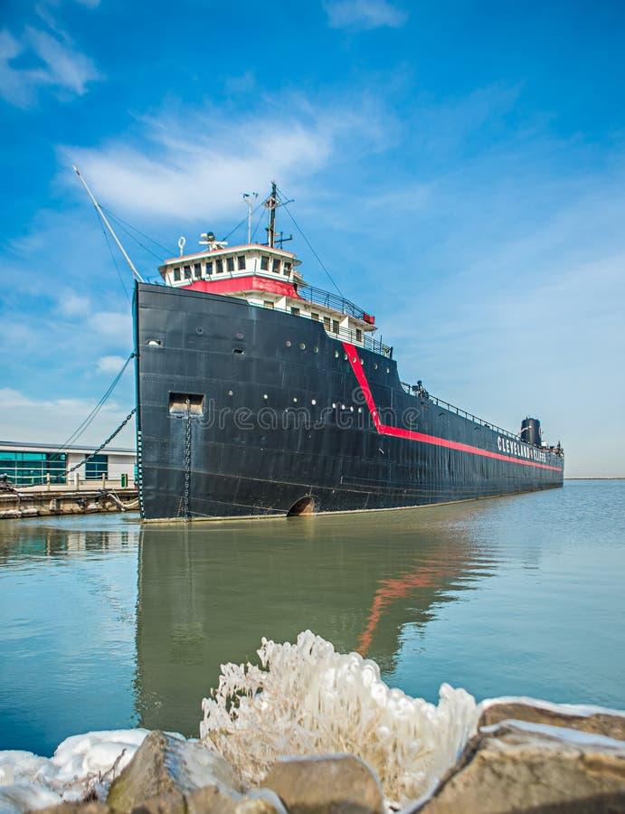 Historisches Dampfschiff auf dem Eriesee in Hafen Clevelands Ohio lizenzfreie stockbilder