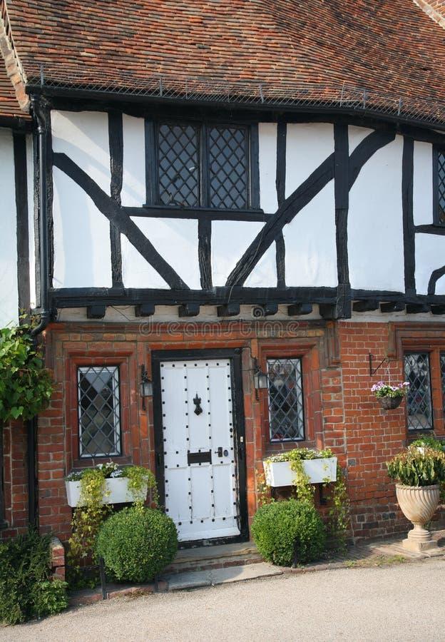 Historisches englisches Häuschen stockfotos