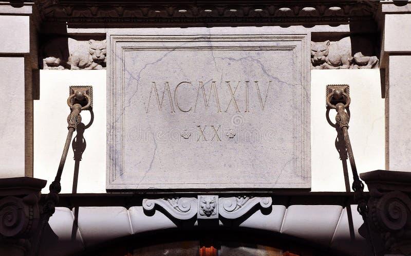 Historisches Gebäude Eingangsdekoration, Moskau, Russland stockfotografie