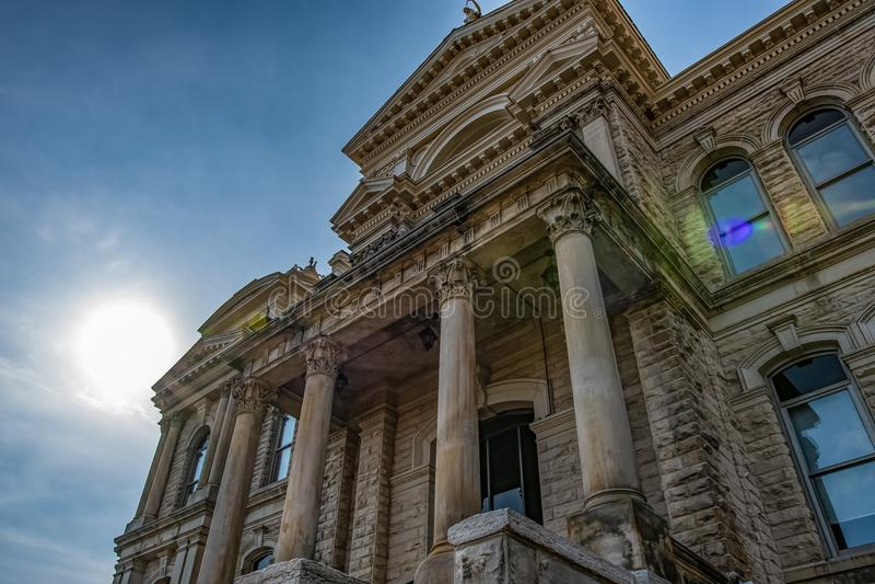 Historisches Gericht, das oben schaut stockfoto