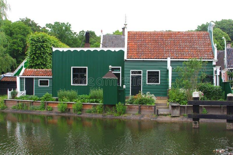 Historisches Holzhaus in Zaanse Schans, die Niederlande lizenzfreies stockfoto