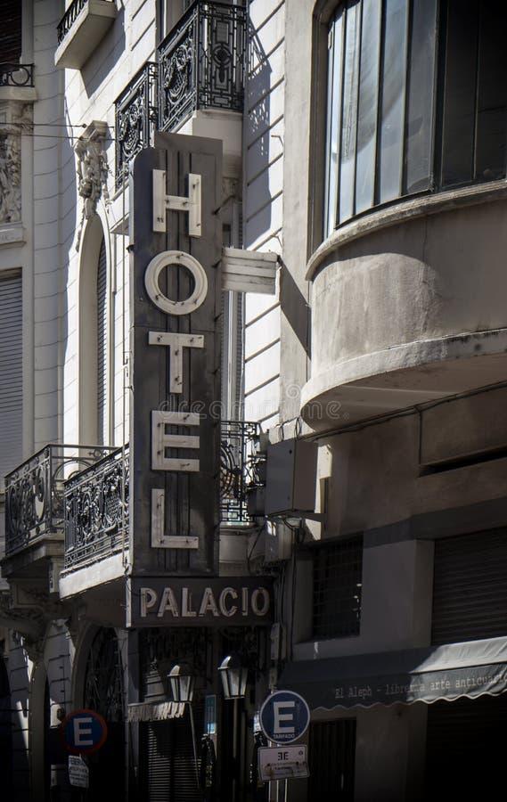 Historisches Hotel in Montevideo, Uruguay stockfotos