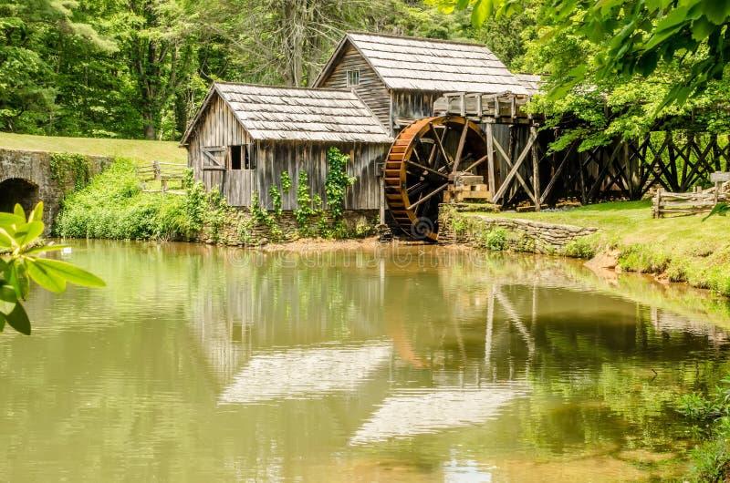 Historisches Mahlgut-Tausendstel Edwin-B Mabry-Mahlgut-Mühle (Mabry-Mühle) in ländlichem Virgini stockfoto