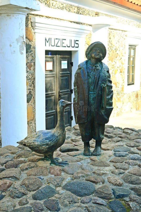 Historisches Museum in Kupiskis-Stadt auf Frühlingszeit stockfoto