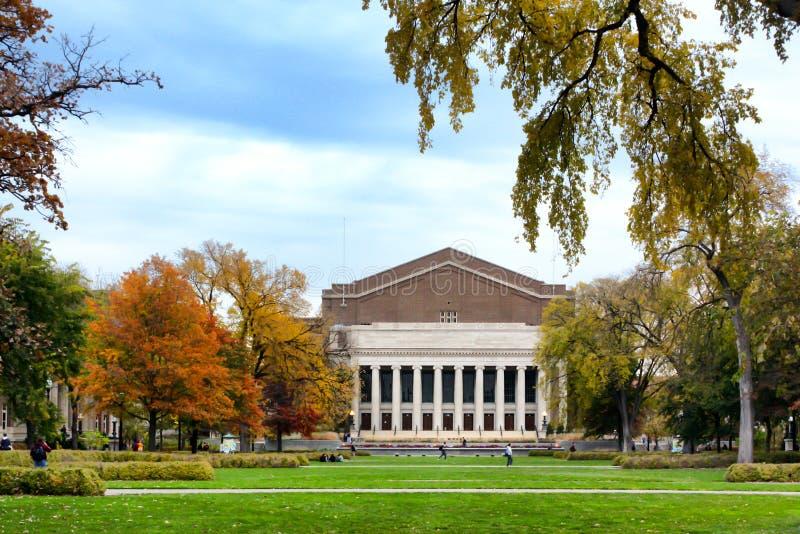 Historisches Northrop-Auditorium auf dem Campus der Universität von lizenzfreie stockbilder